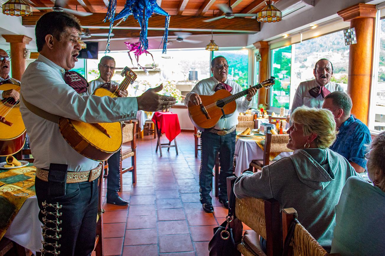 langosta-restaurante-puerto-vallarta-mariachi